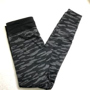 Under Armour Camo Gray Army Leggings Workout S